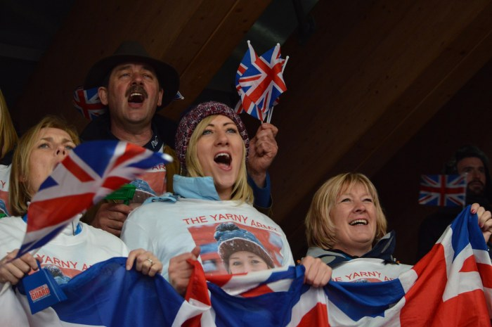 The Yarnold Family cheer Lizzie on